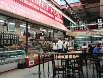 Bronx i New York - marknad i Little Italy