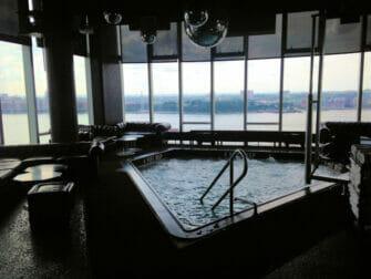 Gay Bars i New York - Le Bain pool