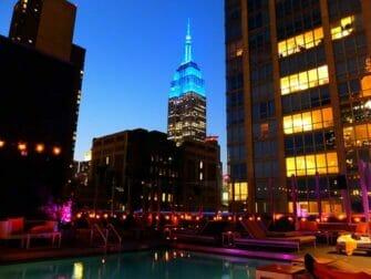 Nattlivet i Midtown New York - Pool Royalton Hotel