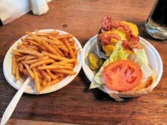 Bästa hamburgarna i New York - Corner Bistro hamburgare och stripes