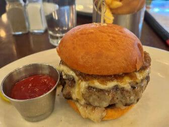 Bästa hamburgarna i New York - Five Napkin Burger hamburgare och stripes