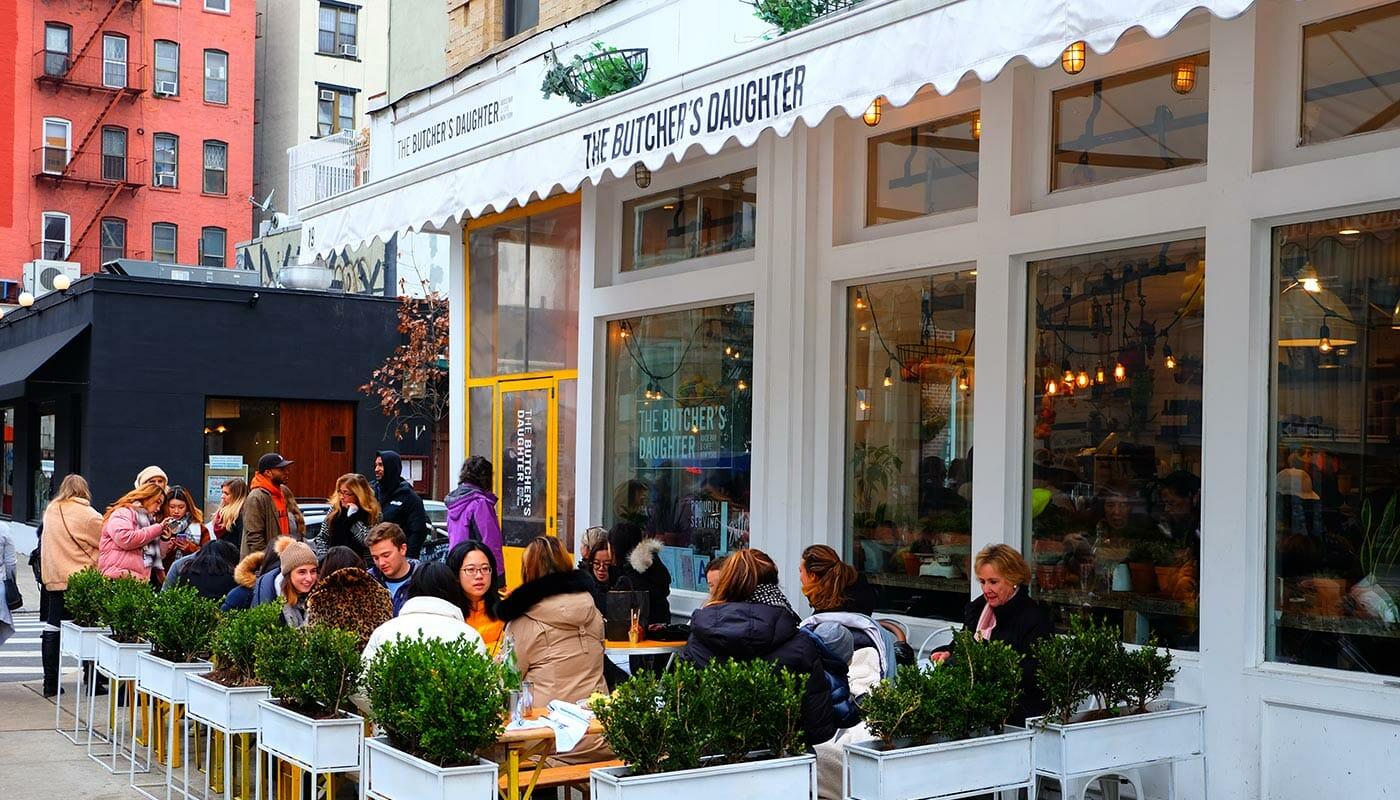 Vegetariska restauranger i New York - Butcher's Daughter terrassen