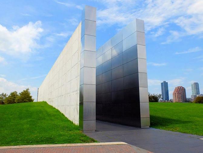 Empty Sky Memorial i New Jersey - Sidovy