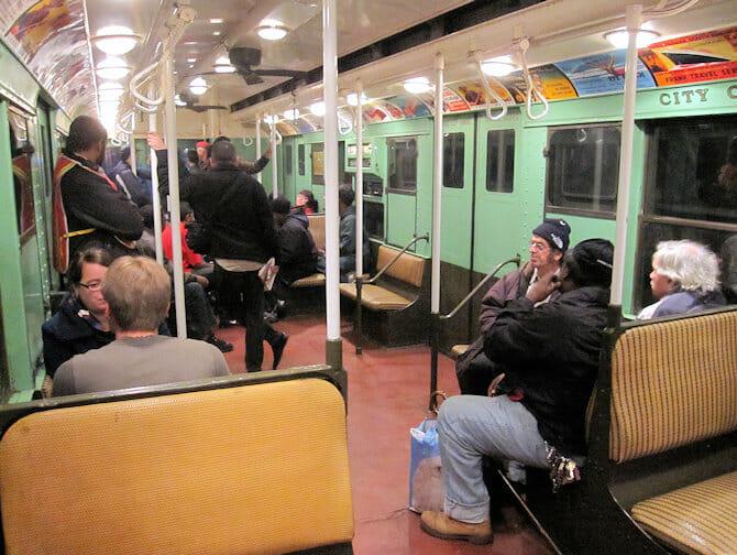 Antika tunnelbanevagnar i NYC - Vagnarnas interiör