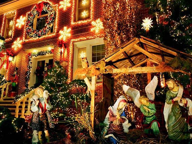 Dyker Heights Christmas Lights - Julkrubba