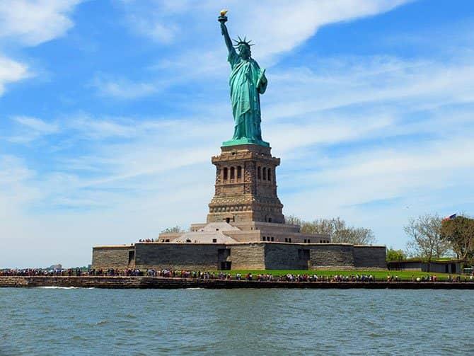 Lunchkryssning ombord på Bateaux i New York - Frihetsgudinnan