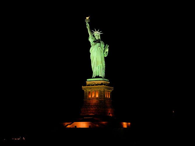 Stämningsfull julkryssning i New York - Frihetsgudinnan