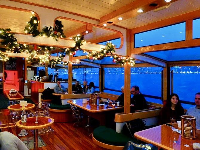 Stämningsfull julkryssning i New York - Båten