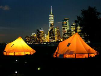 Governors Island i New York - Tält på kvällen